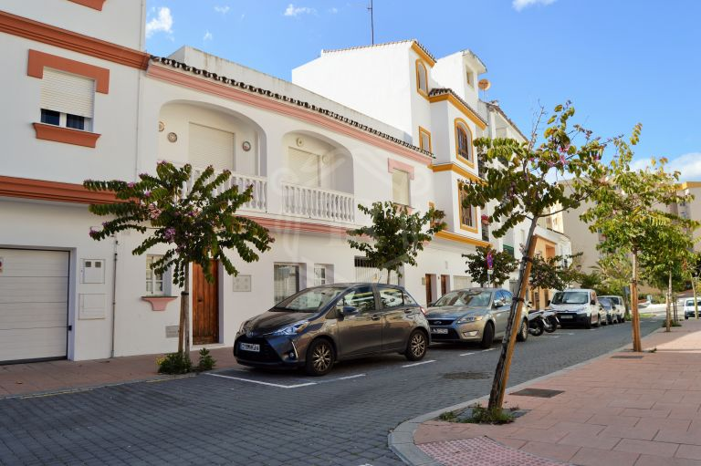 SPACIOUS TOWNHOUSE STEPS FROM THE BEACH IN ESTEPONA OLD TOWN