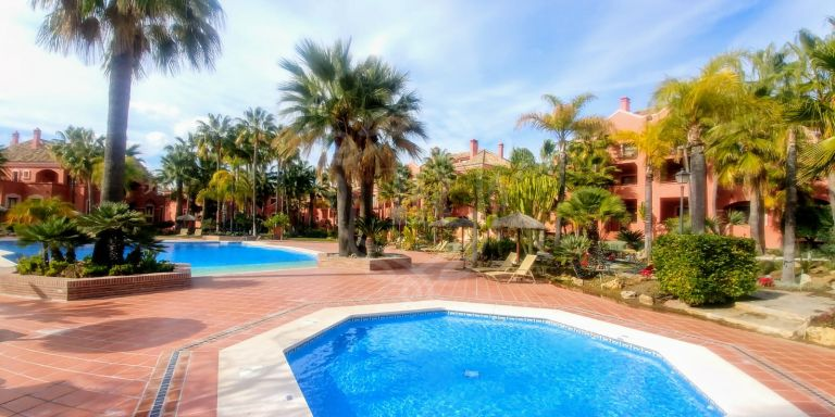 Middle floor apartment walking distance to Puerto Banus