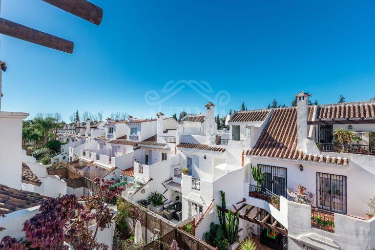 Bonita casa adosada en Los Naranjos de Marbella - Nueva Andalucía