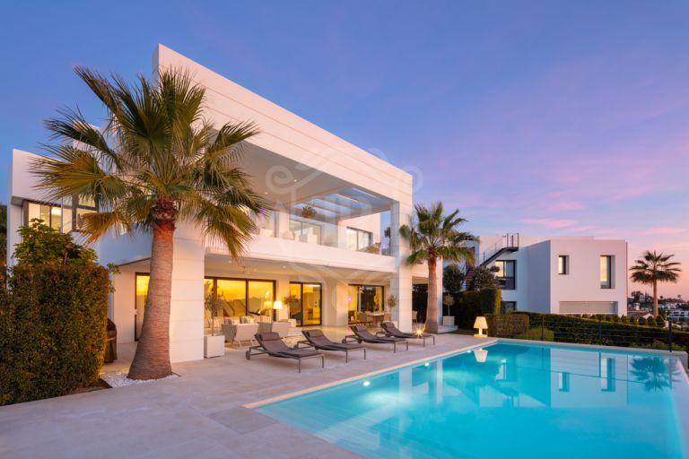 Modern luxury villa in Los Olivos, Nueva Andalucía