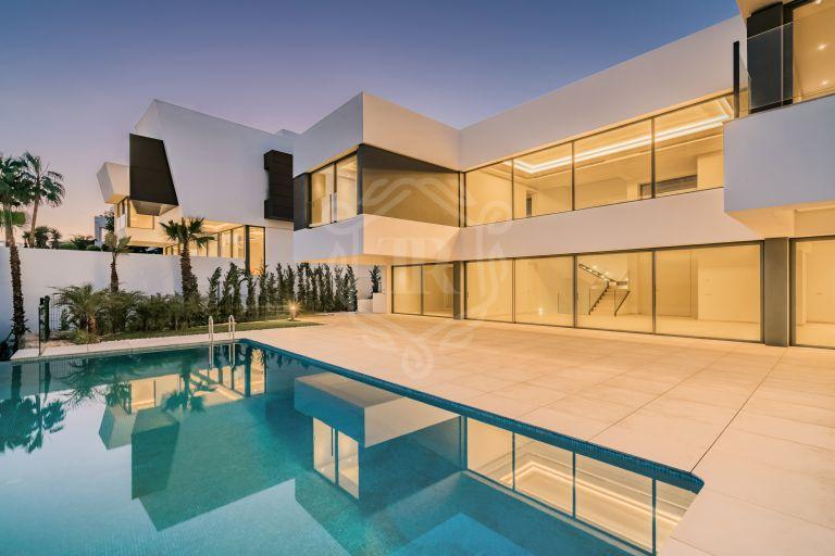 Impresionante villa de lujo moderna a estrenar en Condes de Luque, La Alquería, Benahavis