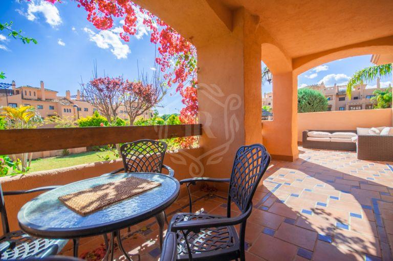 Beachside ground floor apartment in Hacienda del Sol, New Golden Mile, Estepona