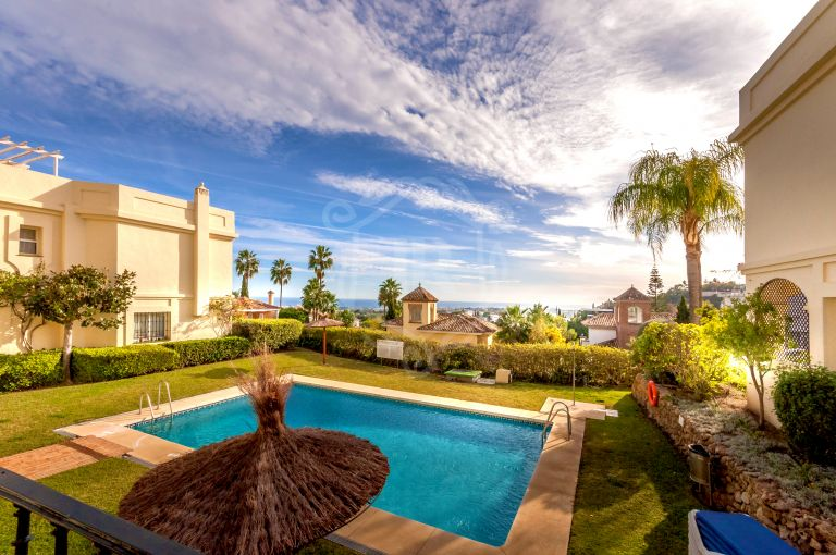 Townhouse with breathtaking views in La Quinta Hills, Benahavis