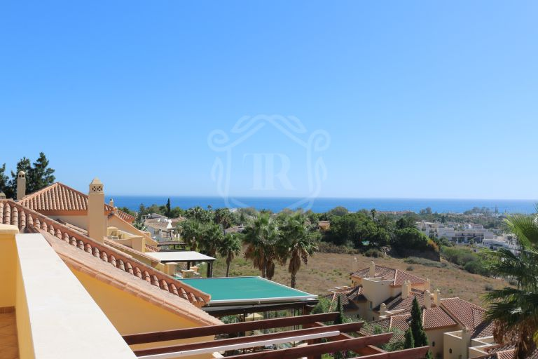 Unique 4 bedroom penthouse with panoramic sea views in Nueva Andalucia