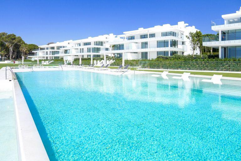 Beachfront first floor apartment in New Golden Mile, Estepona