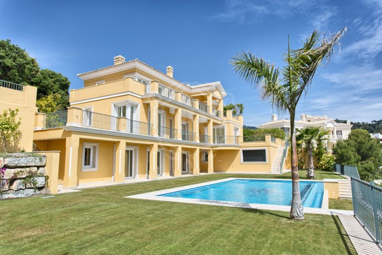 Top quality new build villa in Los Arqueros Golf, Benahavís