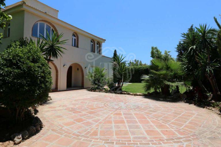 Fantastic totally refurbished villa in Lagomar - Nueva Andalucia