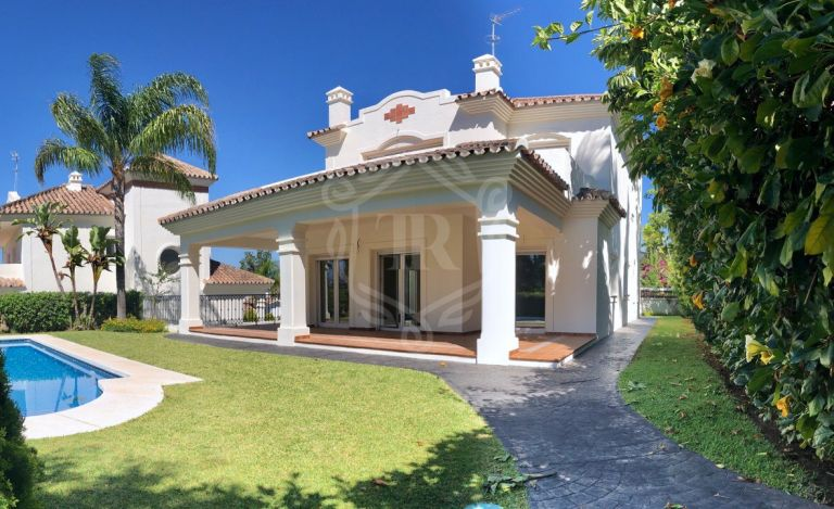 Luxury frontline golf villa Guadalmina Alta