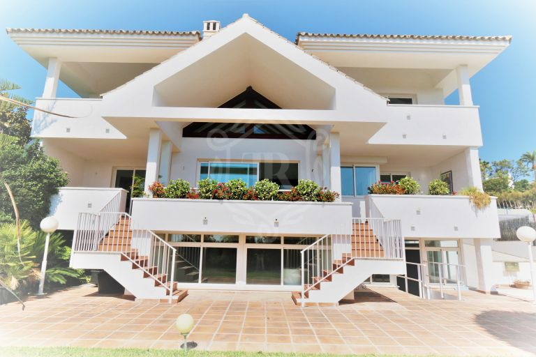 Newly built villa close to golf with views