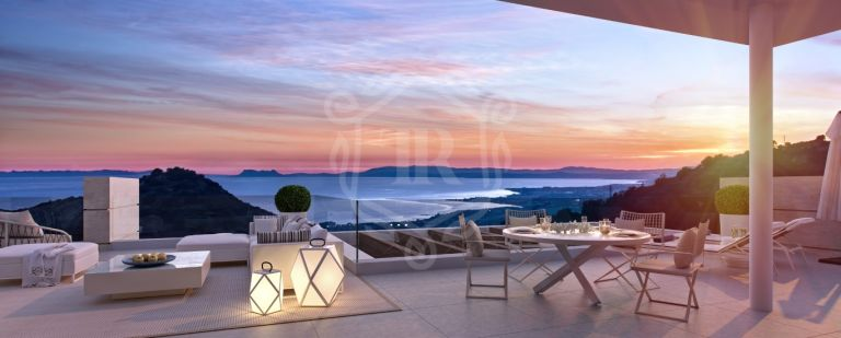 Quiet complex of 20 apartments on elevated plot with sea views- Ojen, Marbella