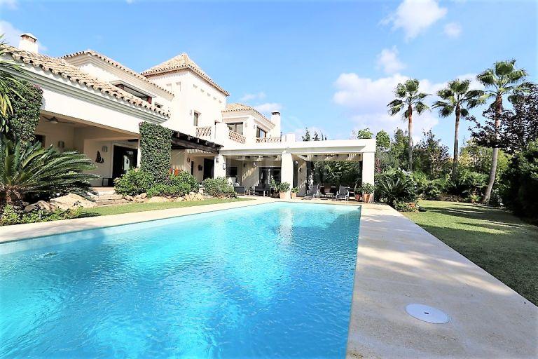 Charming villa with stunning garden