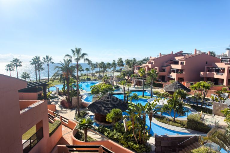 ESTEPONA, FRONT LINE BEACH SINGLE LEVEL PENTHOUSE