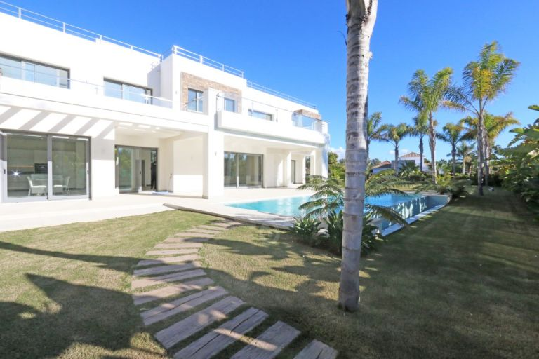Unique Luxury Villa for Sale on the Beachside of Guadalmina , Marbella