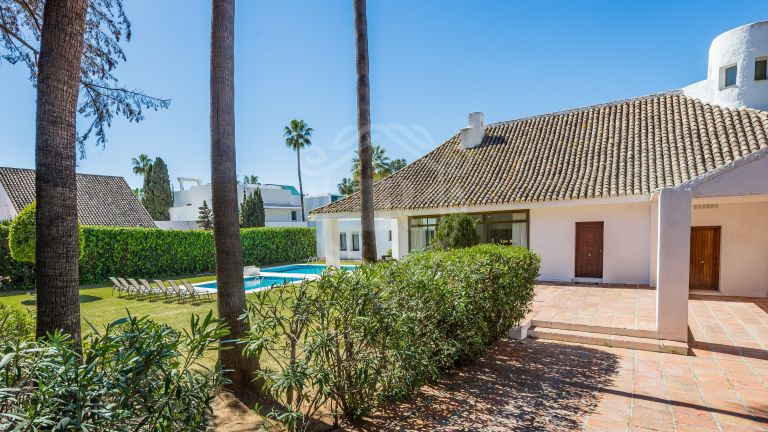 Stunning villa for rent on the beachfront complex in Puerto Banús