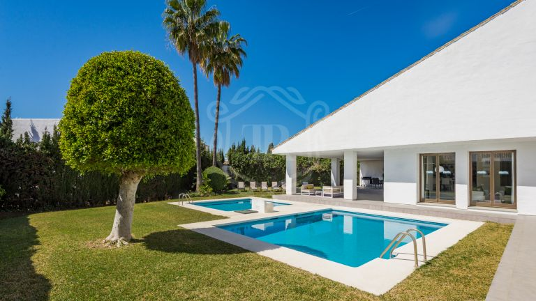 Villa for rent in front line beach complex Villa Marina - Puerto Banús