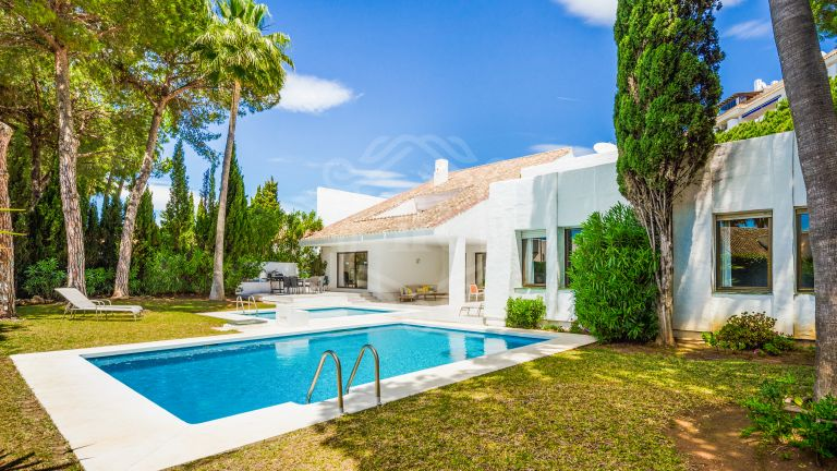 Stylish villa for rent in Villa Marina - Puerto Banús