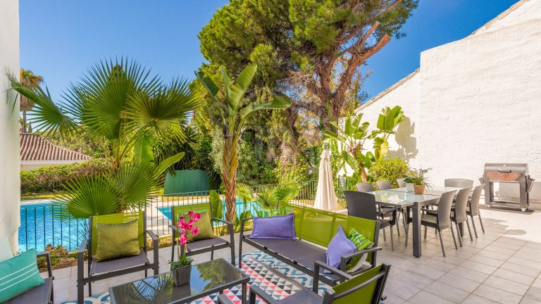 Villa for rent on the beachfront in Puerto Banús