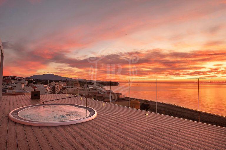 Spectacular frontiline beach penthouse in Estepona