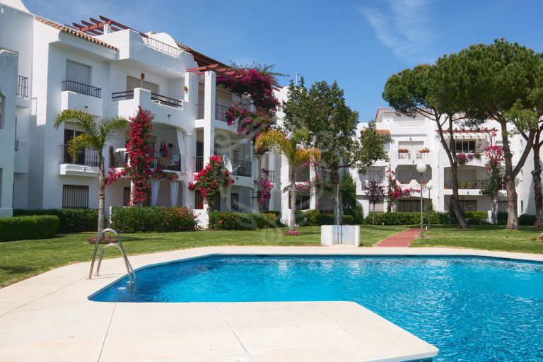 Penthouse in gated beach complex in New Golden Mile, Estepona
