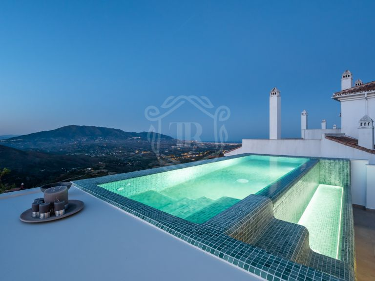 Stylish contemporary townhouse in Boutique Resort Monte Elviria
