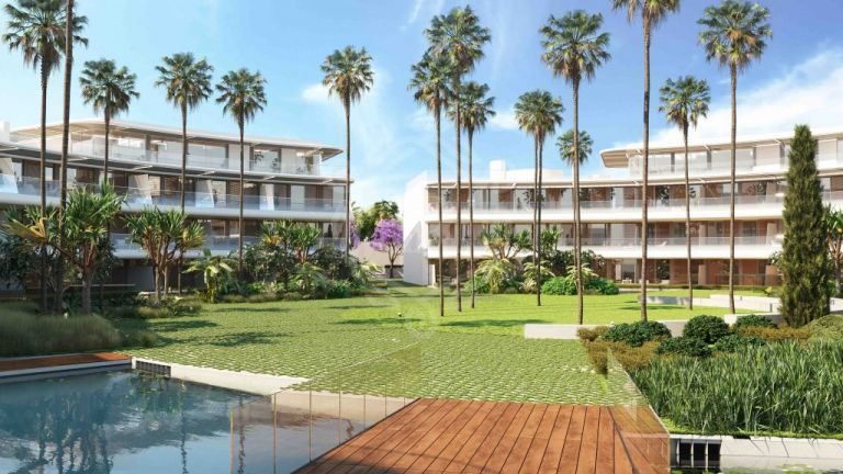 Groundfloor apartment on a FRONT LINE BEACH in Estepona