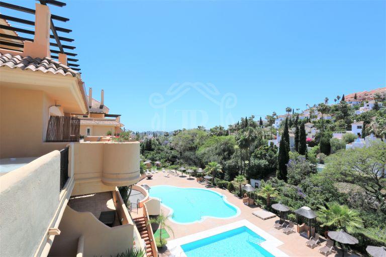 Brillante apartamento en Aloha Hill Club, Nueva Andalucía