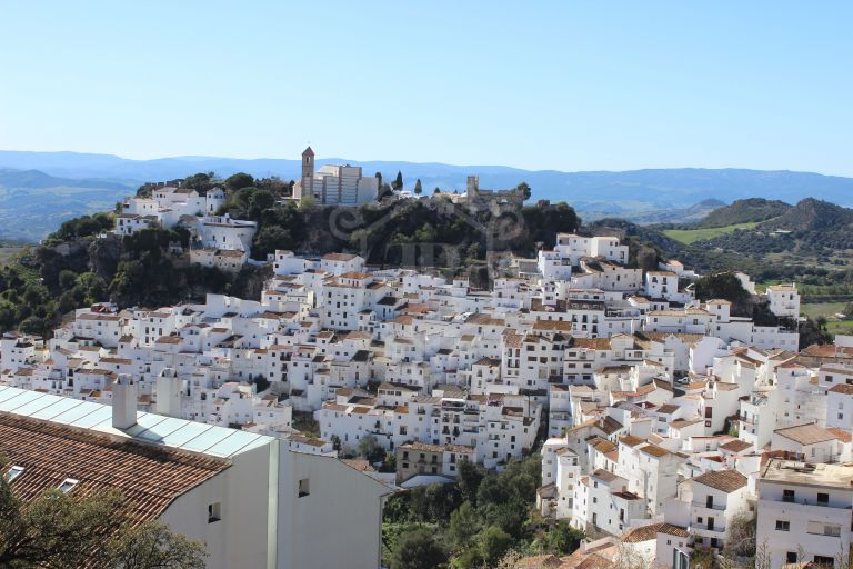 NEW APARTMENTS IN BEAUTIFUL CASARES PUEBLO CENTRE