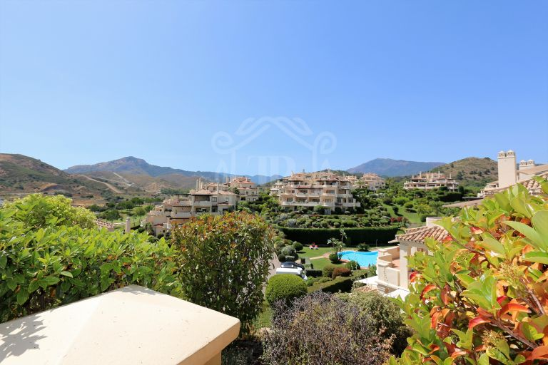 2 beds, 2 baths apartment Capanes del Golf, Benahavis