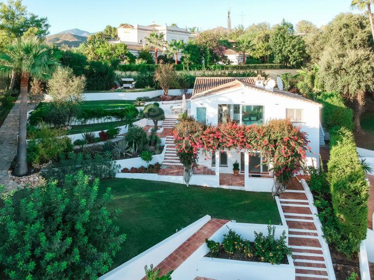 Villa moderna en venta en El Rosario con vistas panorámicas al mar