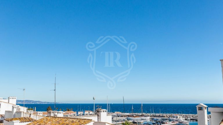 Modern Apartment For Sale In The Port of Puerto Banus with Sea Views