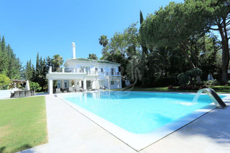 Villa en venta en Parcelas del Golf, Nueva Andalucia