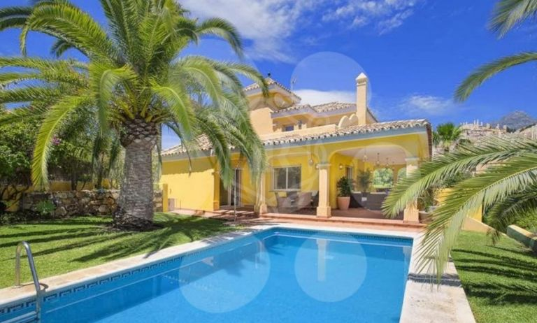 Renovated villa in Los Naranjos Hill Club