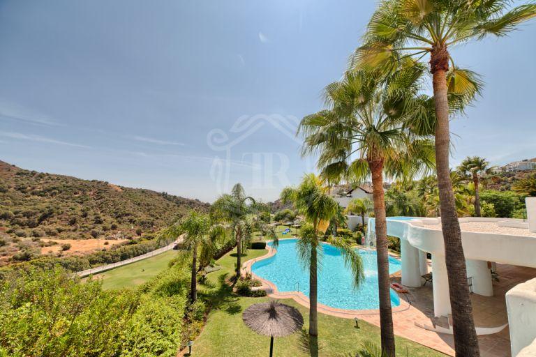 Magnífico apartamento en La Quinta con vistas al mar y al golf