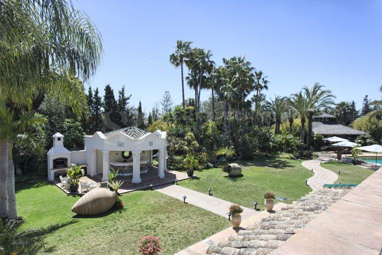 Lujosa Villa de Estilo Cortijo Andaluz en Guadalmina Baja