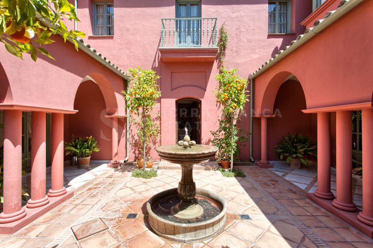 Charming Villa on a Large Plot in Hacienda Las Chapas