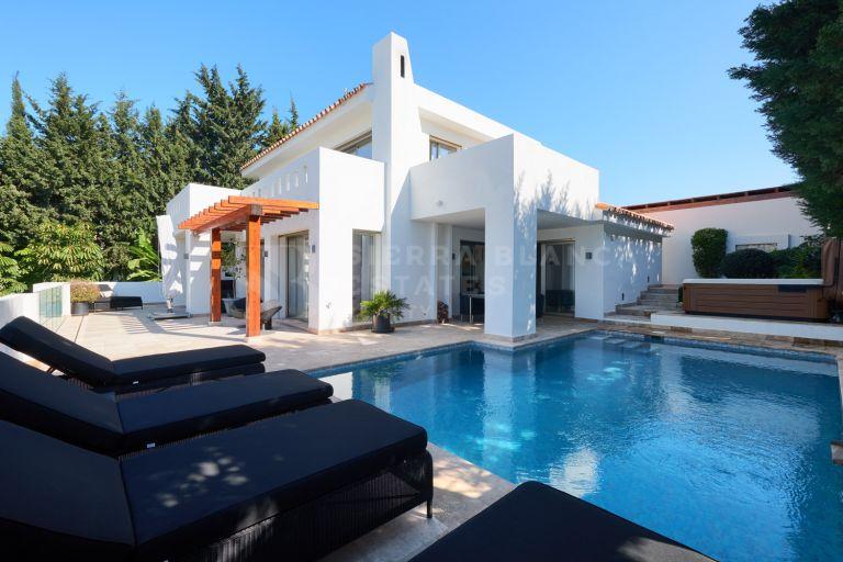 Lovely modern villa in Lomas de Nueva Andalucia