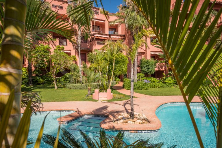 Stunning Beachfront Penthouse in Marbella East