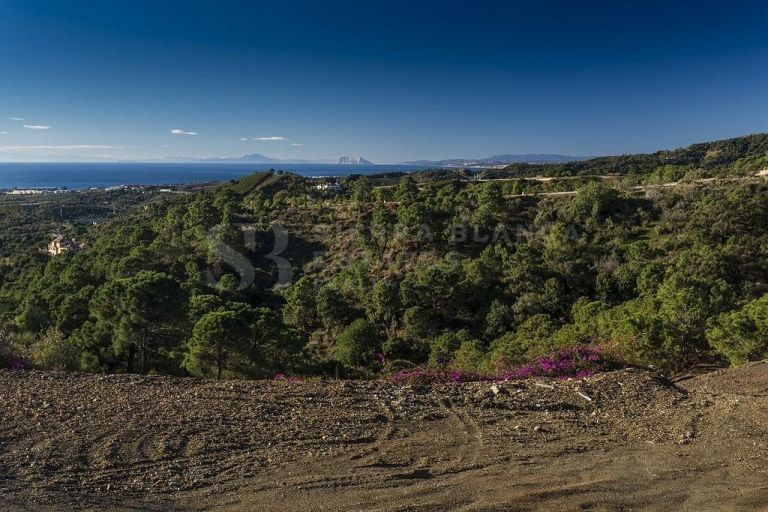 Unique plot with sea views in Marbella Club Golf Resort