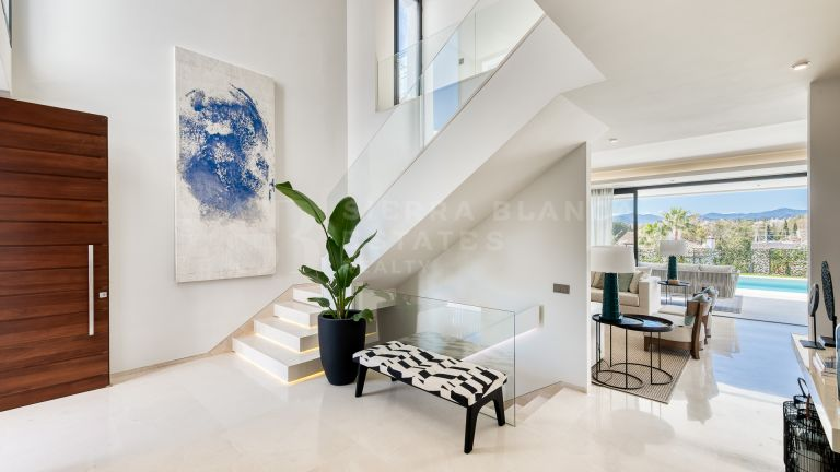 7 Avant-Garde Villas in Altos de Puente Romano