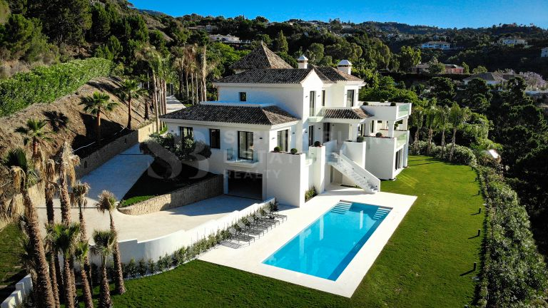 ¡Acaba de terminar! Una villa moderna en el corazón de La Zagaleta