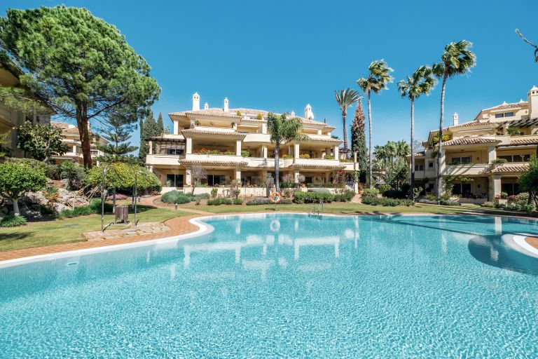 Exquisite Apartment in Las Alamandas, Nueva Andalucia