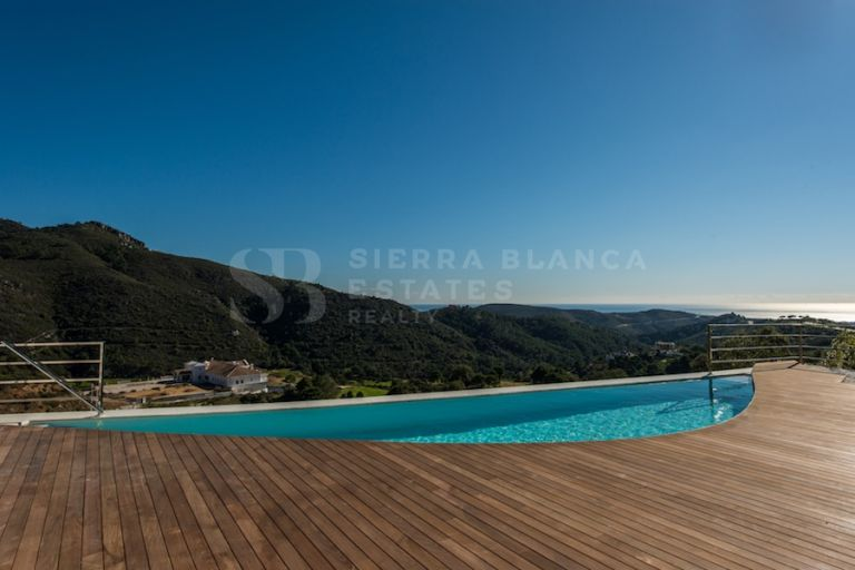 Contemporary Villa with Open Views in Monte Mayor