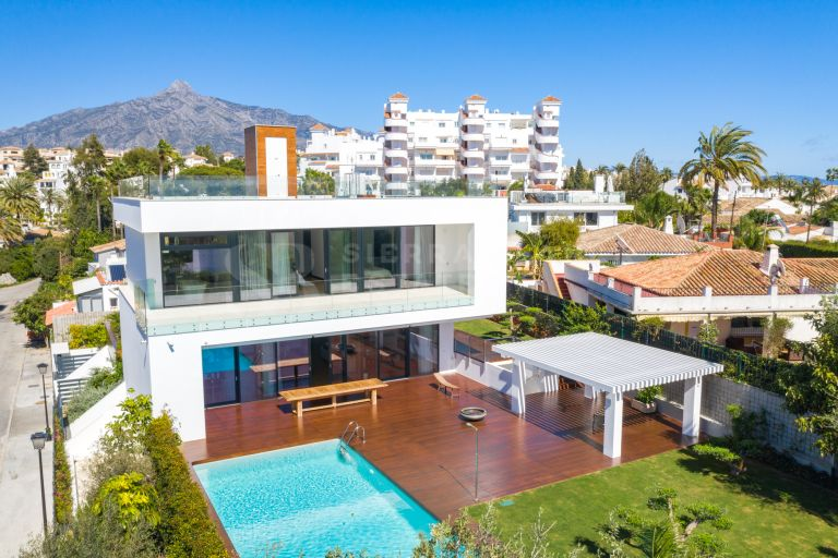 Contemporary Villa a Step Away from Puerto Banus