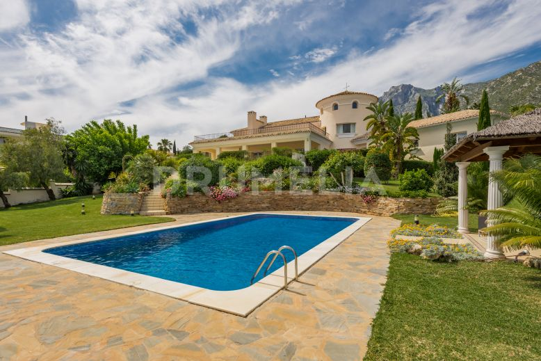 Marbella Golden Mile, Outstanding Classic Mediterranean Mansion in Cascada de Camoján