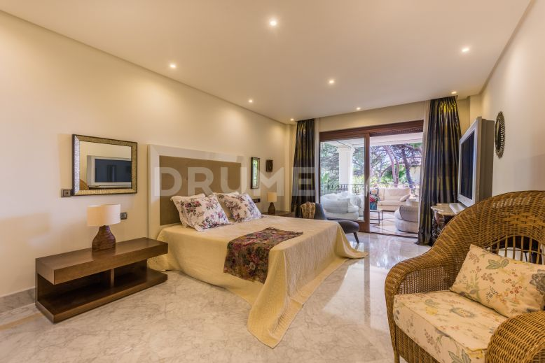 Marbella East, Fabulous Frontline Beach Apartment in Los Monteros Playa