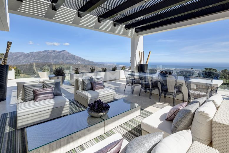 Benahavis, Stunning Contemporary Villa with Views in Zagaleta