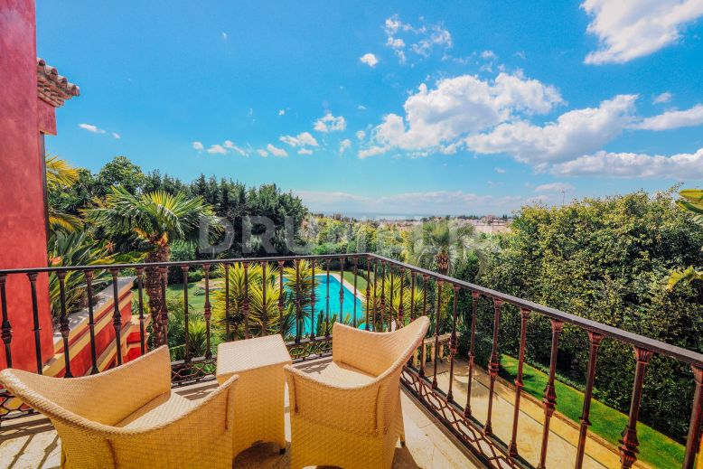 Marbella Golden Mile, Magnificent Mediterranean Villa in Altos de Puente Romano, Marbella Golden Mile