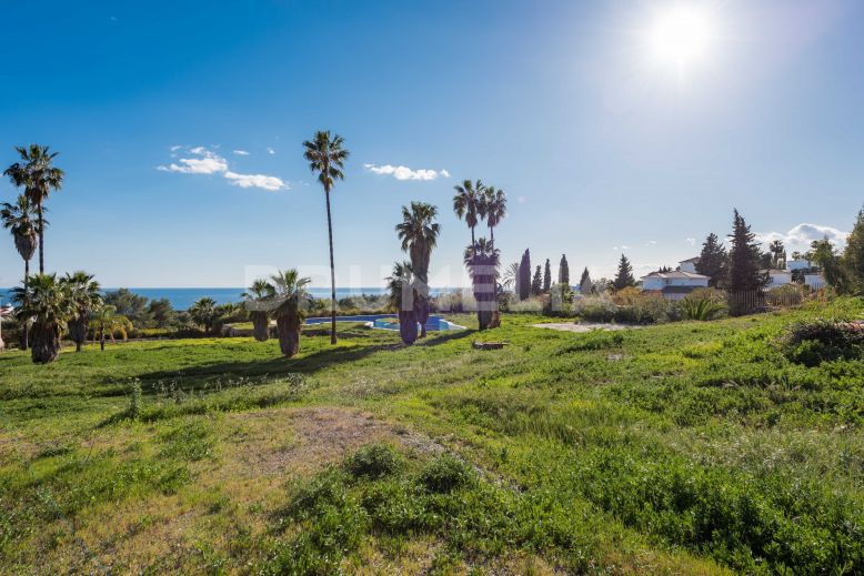 Marbella Golden Mile, Exclusive Huge Plot with Sea Views in Cascada de Camojan, Golden Mile