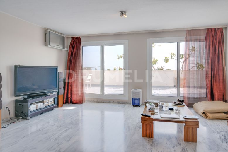 Nueva Andalucia, Great Apartment with Picture-Perfect Views in Altos del Rodeo, Nueva Andalucía