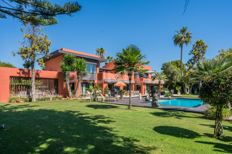 Estepona, Magnificent Contemporary Villa in Casasola, Estepona